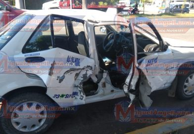 Taxi y camioneta Dodge protagonizan accidente sobre la avenida Insurgentes